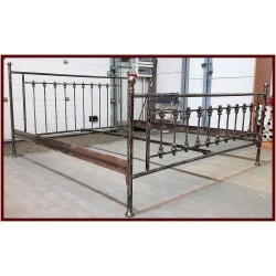 Frederick 140x200 with low footboard with blind